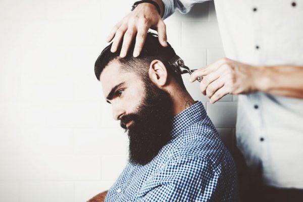 Nieuwe stijl: kort opgeschoren in de nek plus dikke volle baard