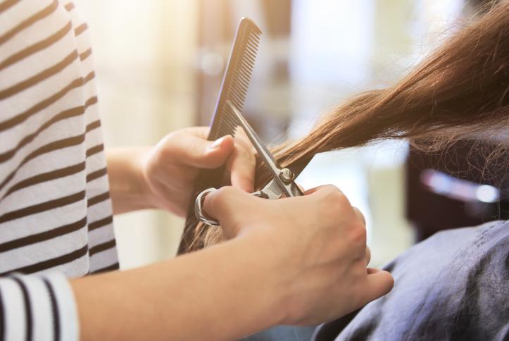 Laat uw haren knippen